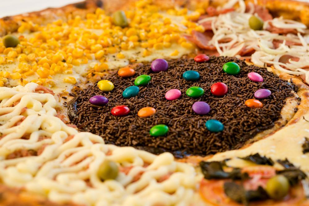 pizza wielka, pizza z tortem