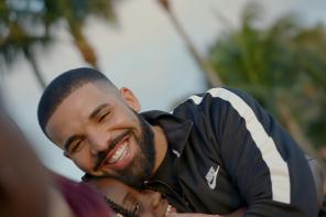 Drake bawi się w Boga i rozdaje pieniądze w nowym klipie
