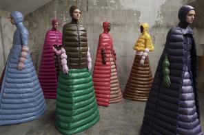 W śpiworze na wybiegu. O tej sukni na Milan Fashion Week mówili wszyscy