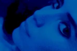 """Zobaczcie """"deep end"""", nowy genialny selfie-teledysk Lykke Li"""