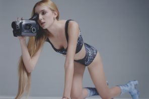 "Yulia prezentuje swój drugi klip ""VHS Cassette"""